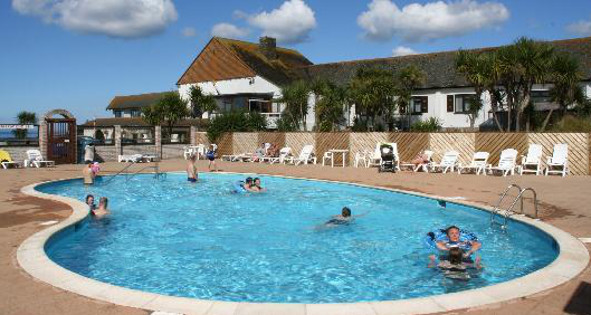 Holiday park in cornwall with swimming pools beachside for Swimming pool show uk