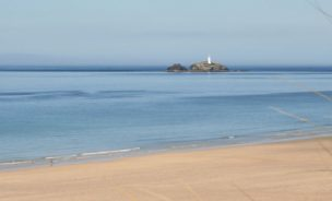 godrevy-lighthouse-hayle-beach-from-beachside-holiday-park
