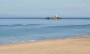 godrevy-lighthouse-hayle-beach-from-beachside-holiday-park